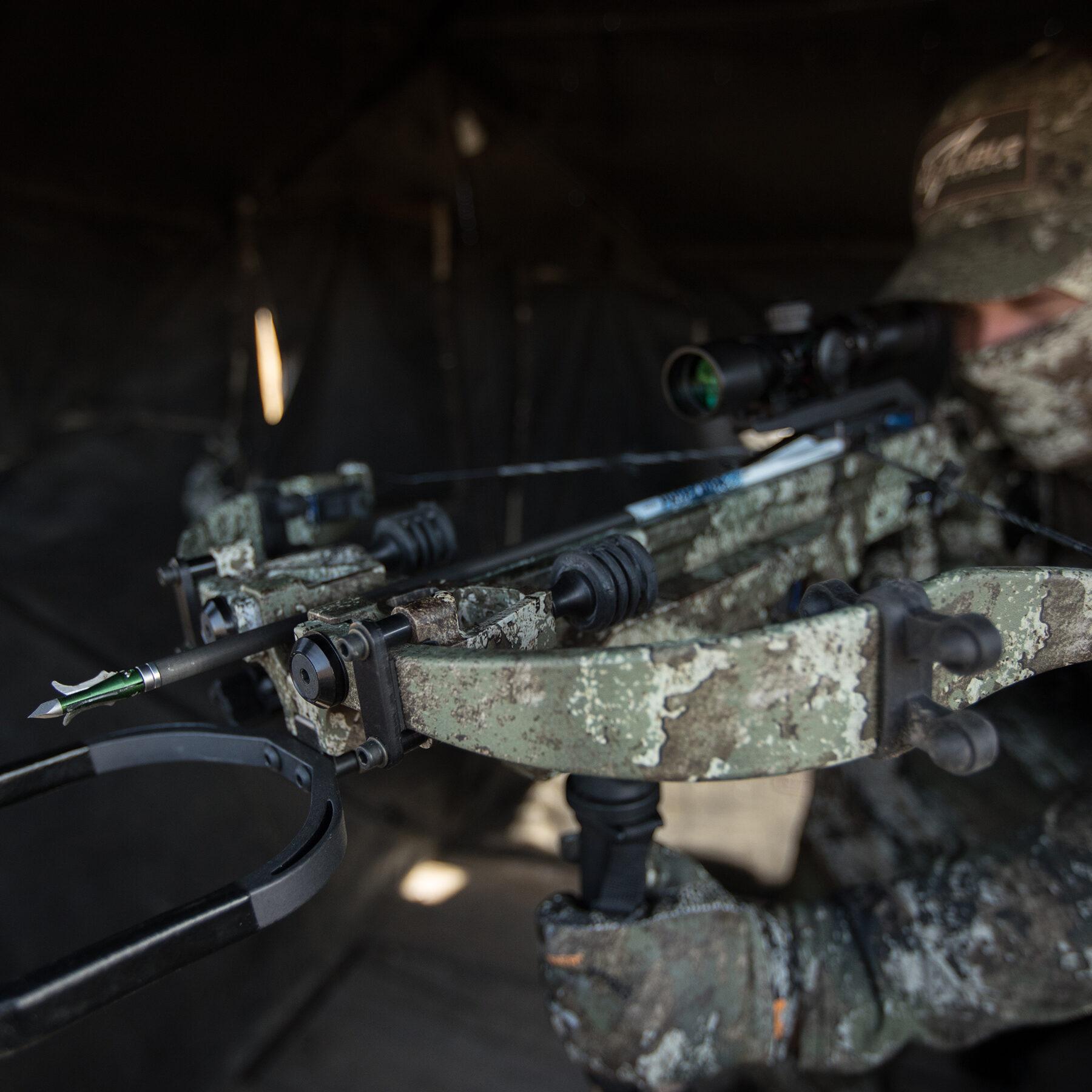 cazador apuntando al asesino 400